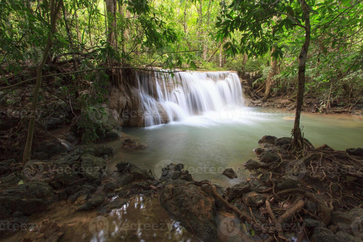cascada de huay mae kamin foto