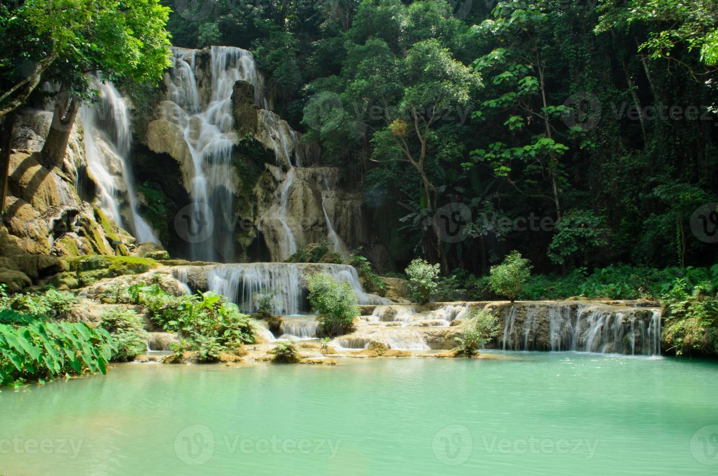cascada de kuang si en luang prabang foto