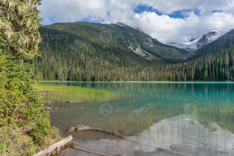 Lago inferior joffre en columbia británica foto