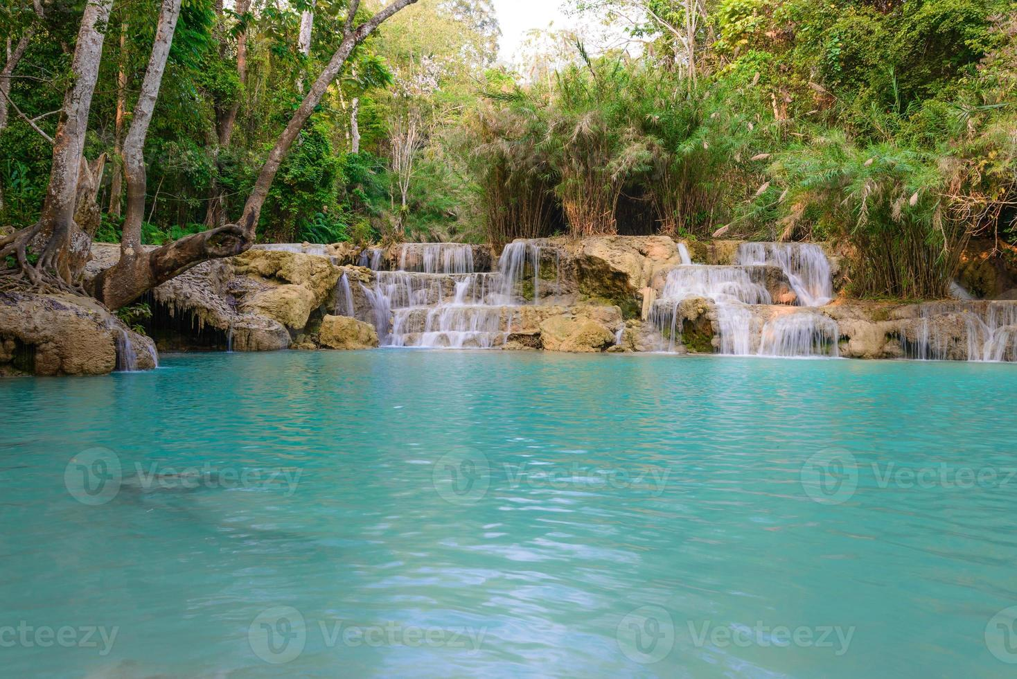 Cascada de kouangxi en luang prabang en laos. foto