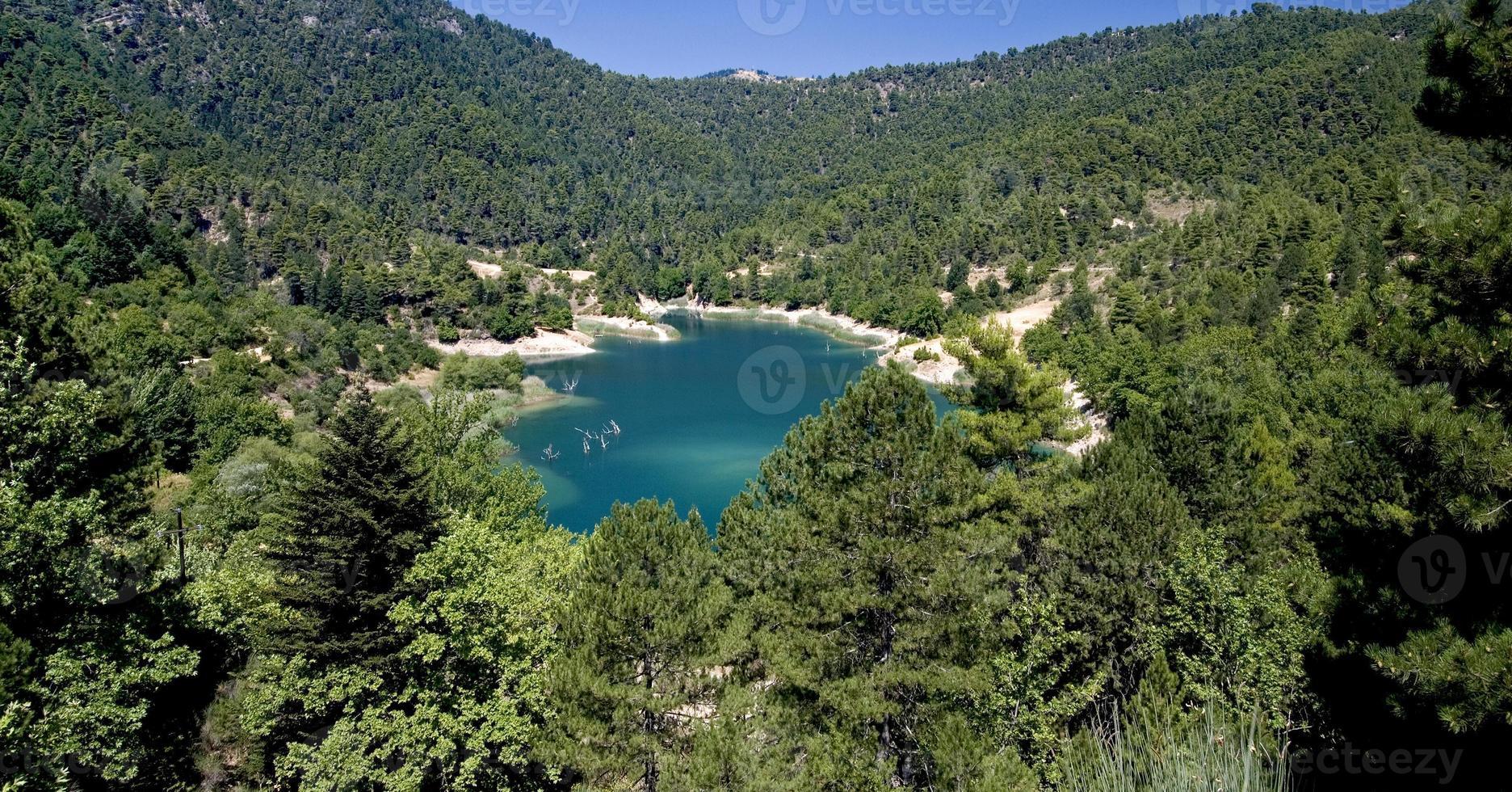 lago turquesa en grecia foto