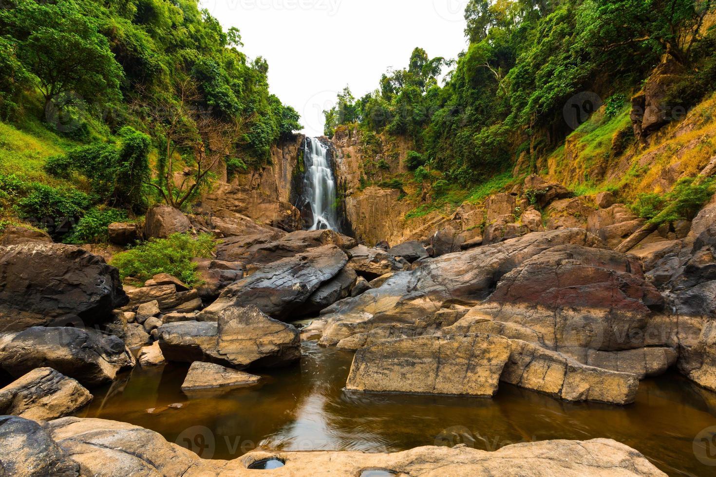 Cascada haew narok, parque nacional kao yai, tailandia foto