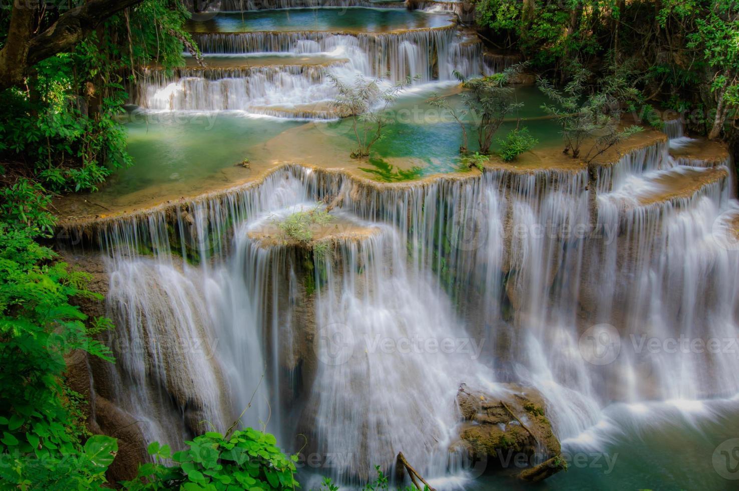 Parque nacional de la cascada de Huay Mae Kamin, Kanchanaburi, Tailandia foto