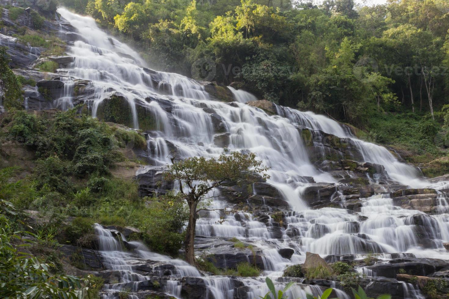 cascada en el parque nacional foto