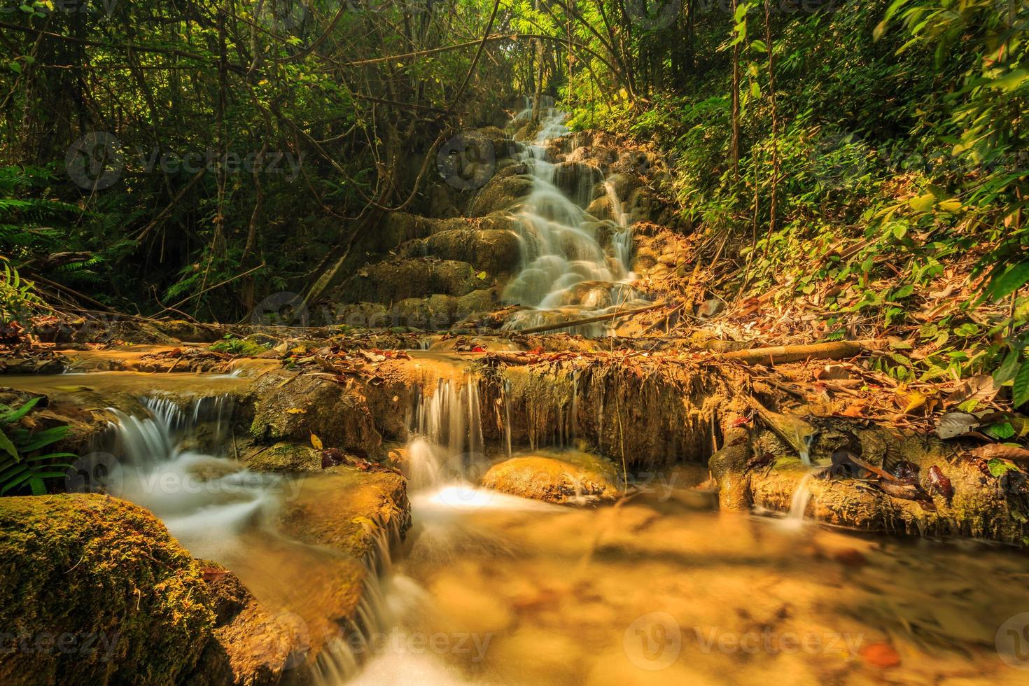 maravillosa cascada en tailandia, pugang chiangrai foto