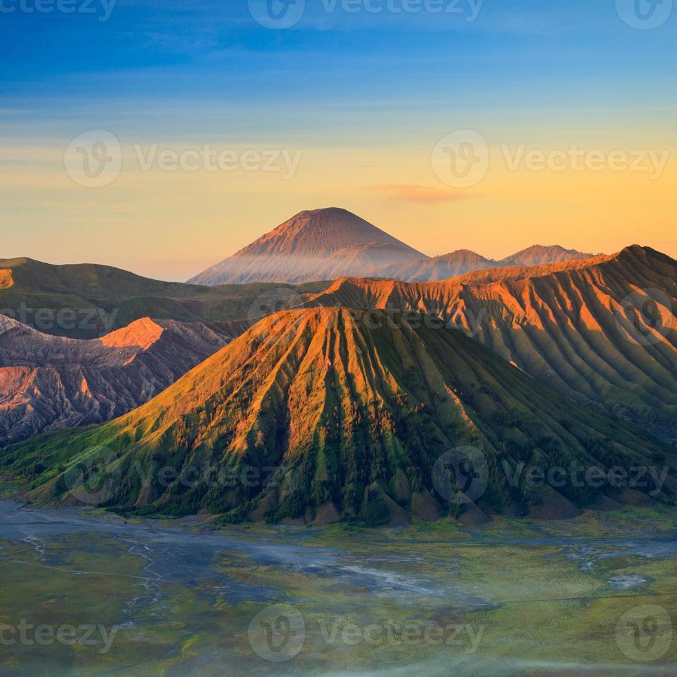 montaña volcán bromo foto