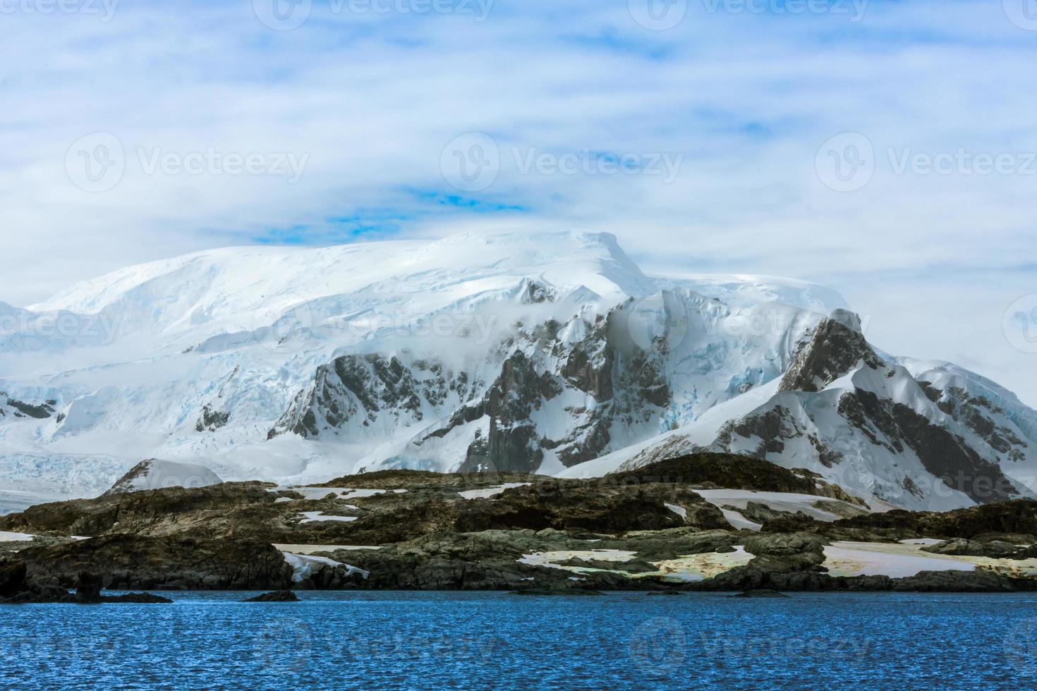 hermosas montañas nevadas foto