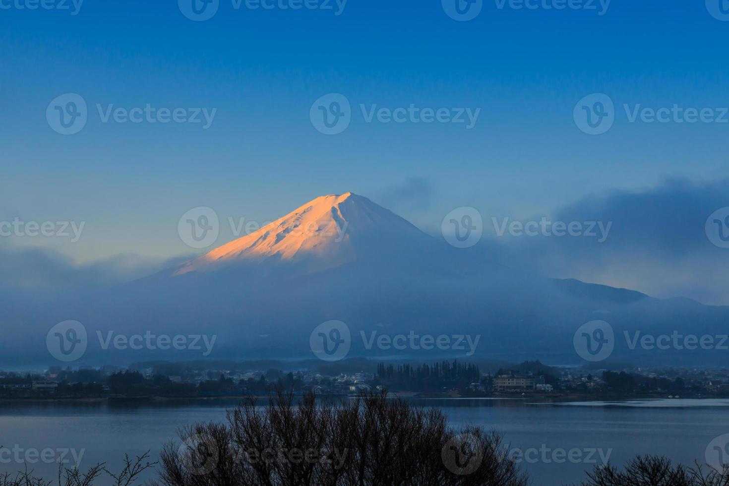 montaña fuji, kawaguchiko, japón foto