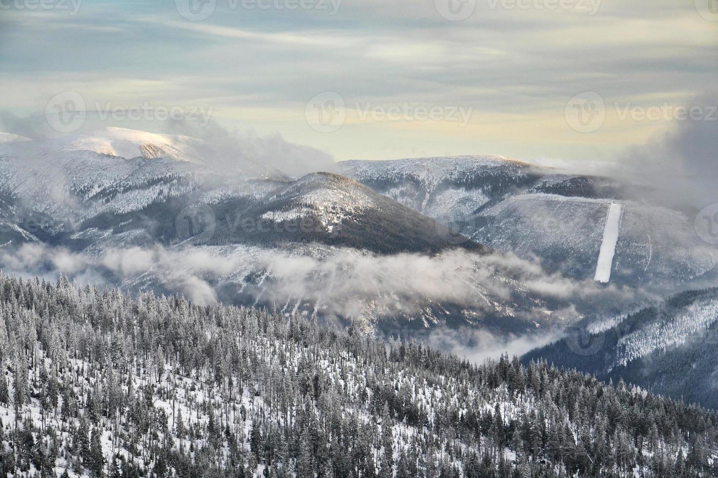 país brumoso foto