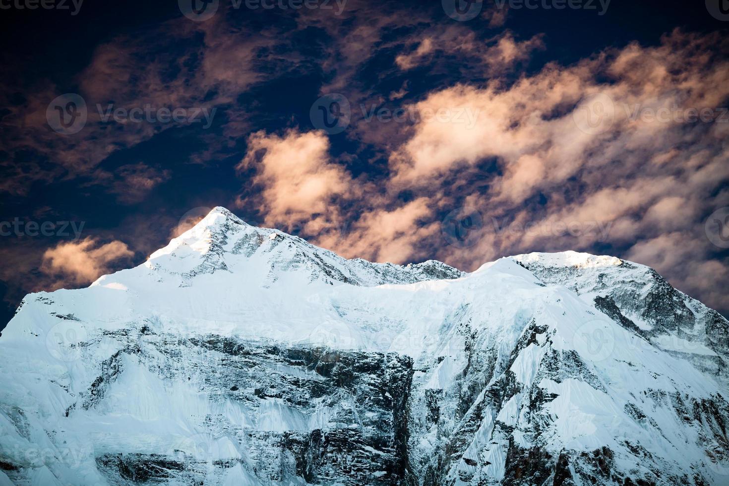 paisaje inspirador de montaña, cordillera de Annapurna Nepal foto