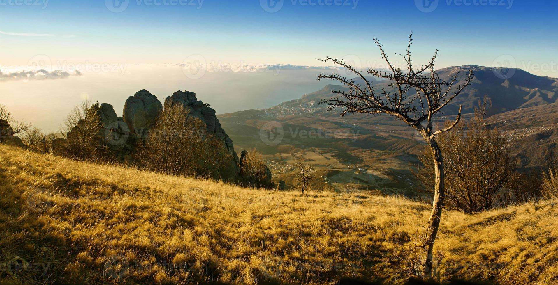 amanecer de otoño de montaña foto