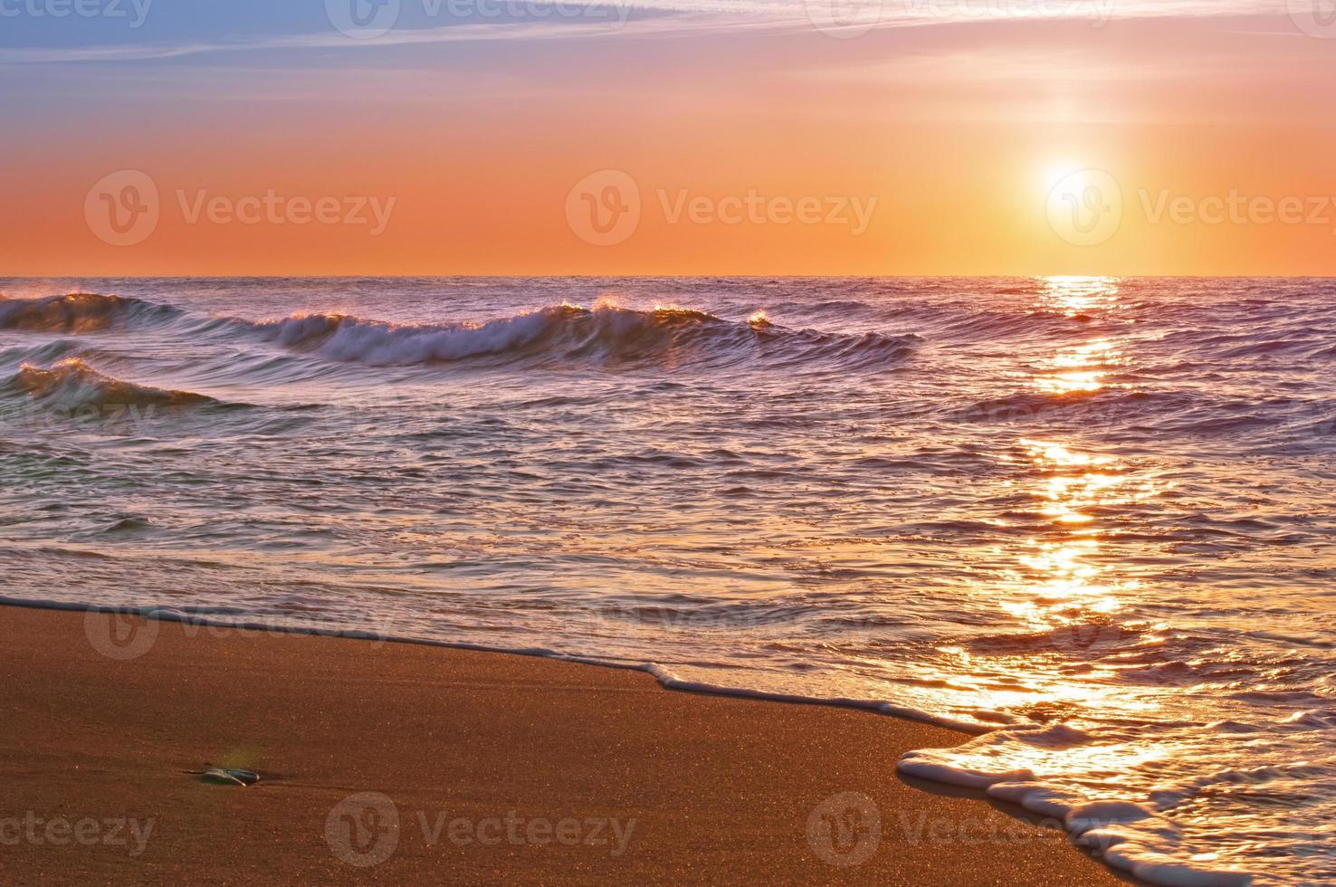 amanecer sobre el océano pacífico. foto