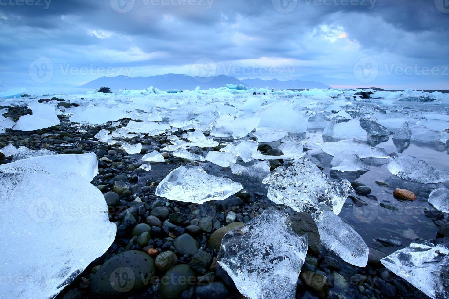 Glacierlagoon Jökulsárlón, Iceland photo