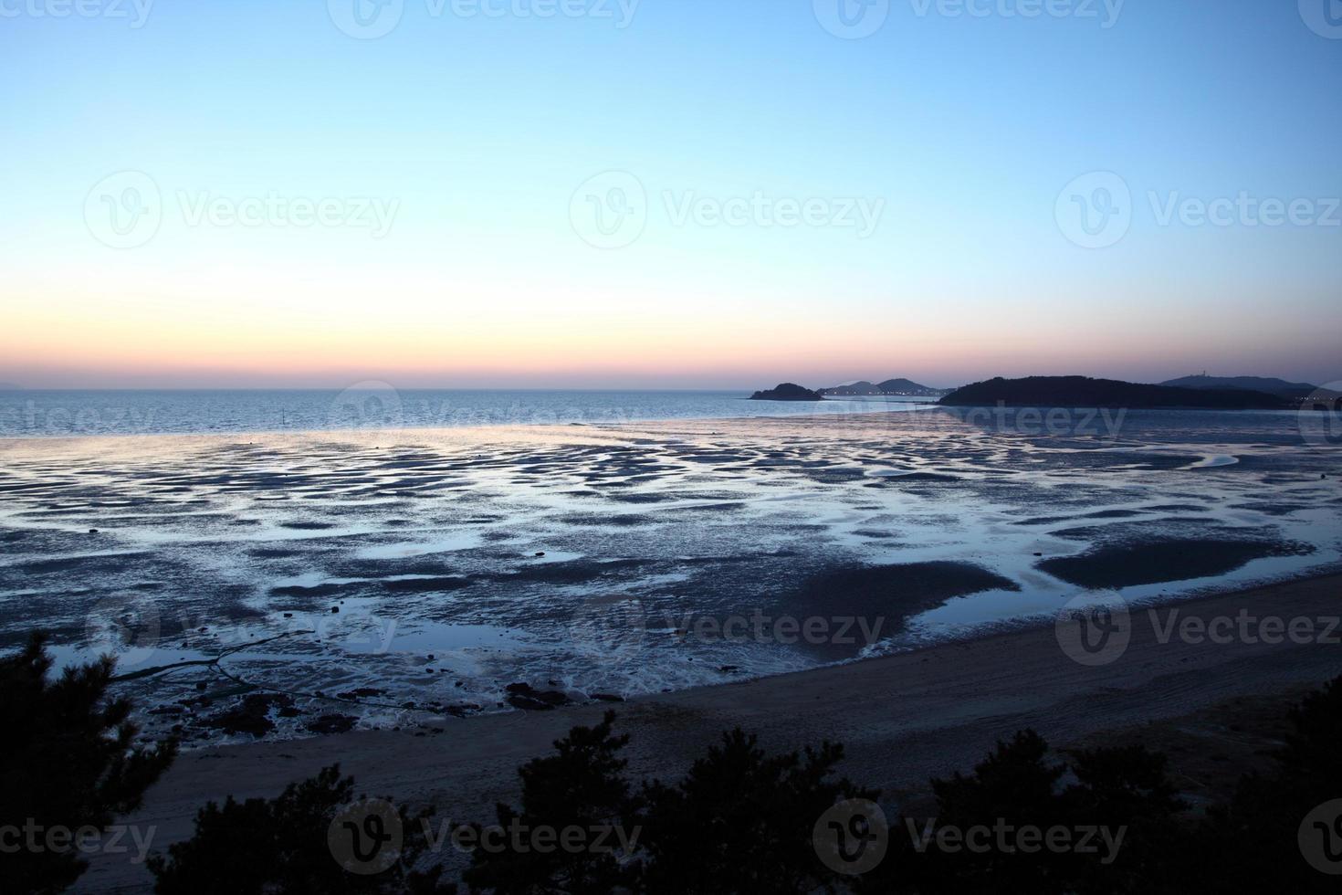 puesta de sol en corea del sur foto