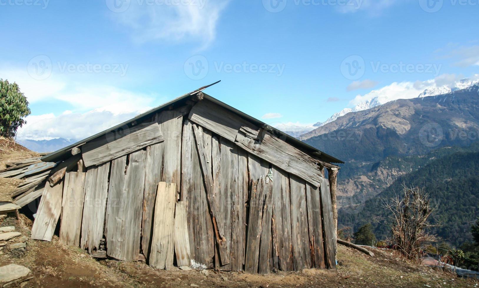 houten huis in nepal foto