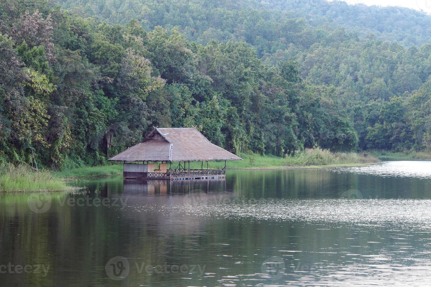 maisons flottantes traditionnelles en Thaïlande photo