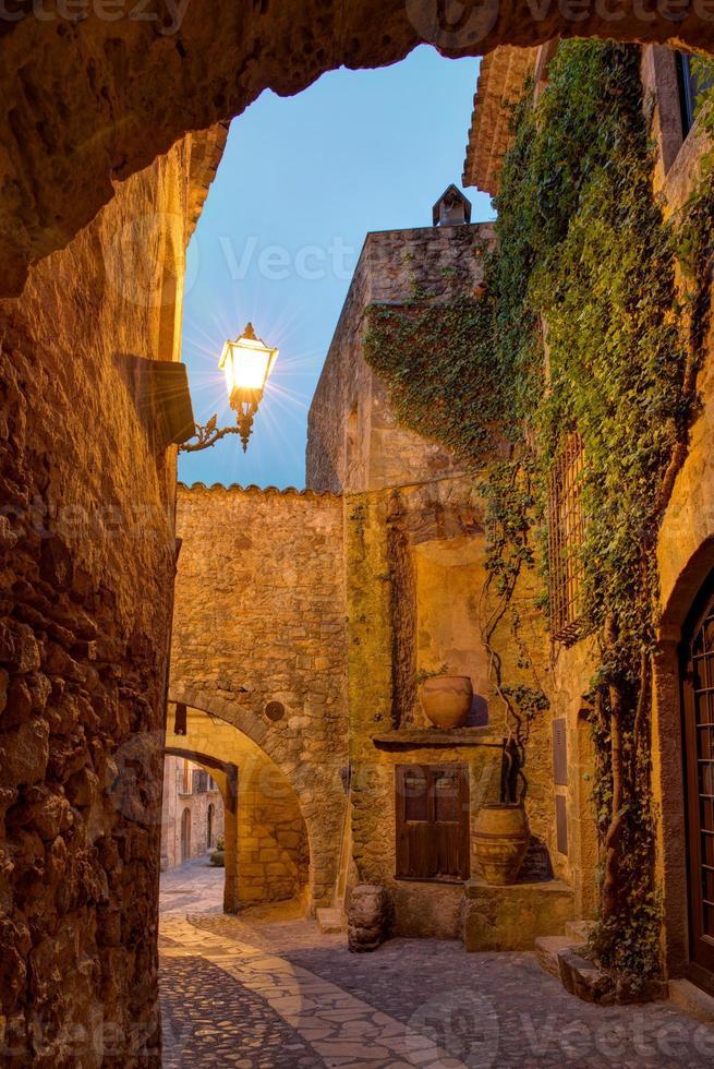 beroemde middeleeuwse stadsvrienden, costa brava, spanje. foto
