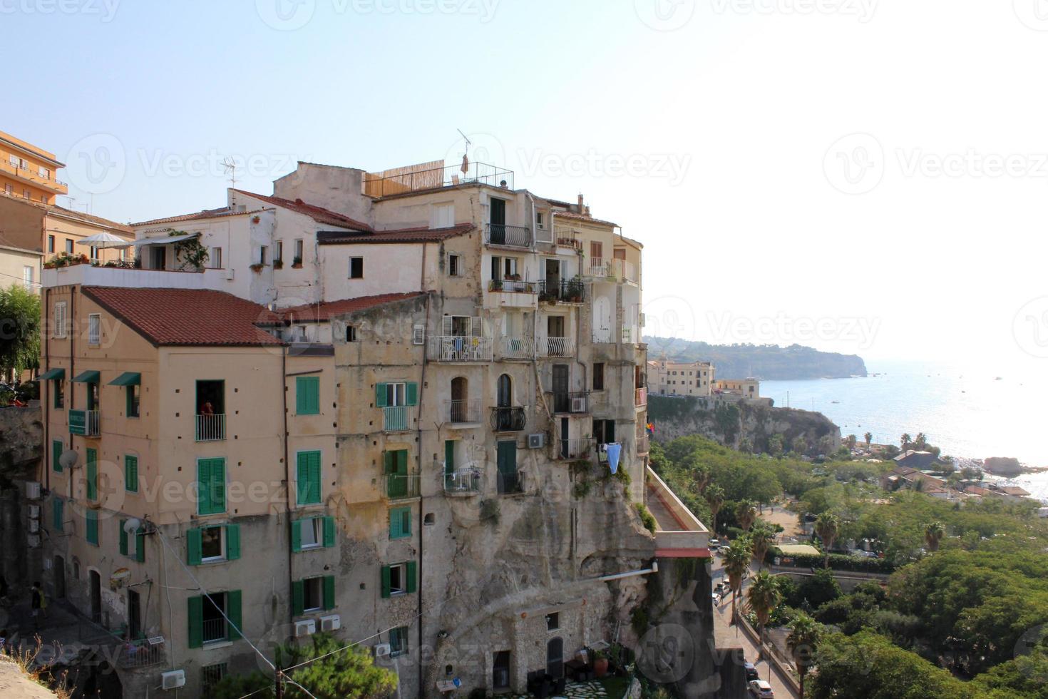 casas antiguas, tropea, sur de italia foto