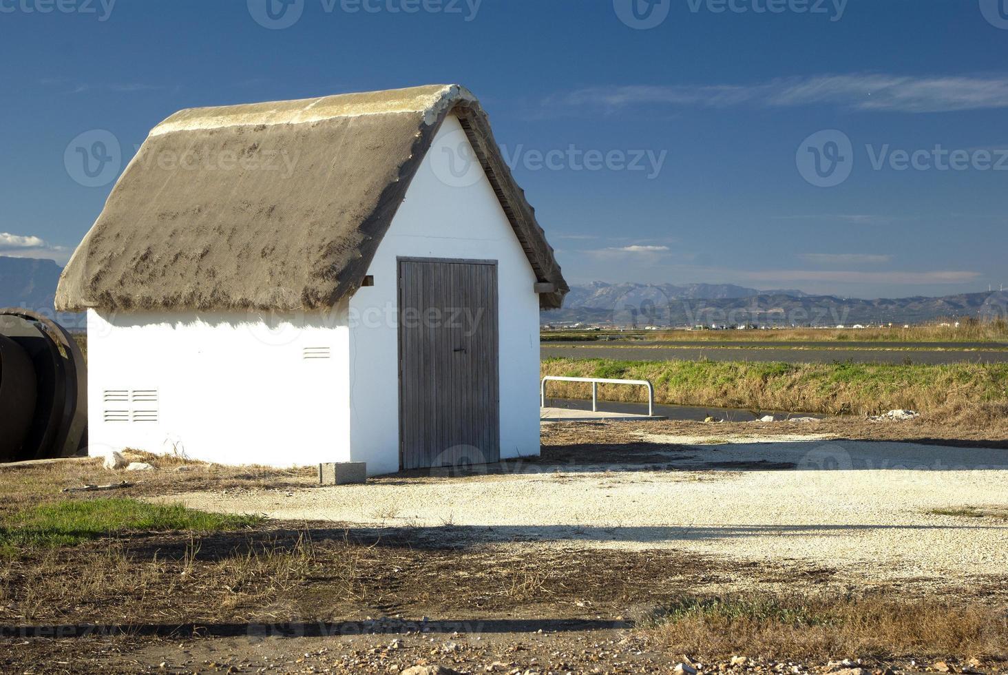 casa típica en el delta del ebro, cataluña, españa foto