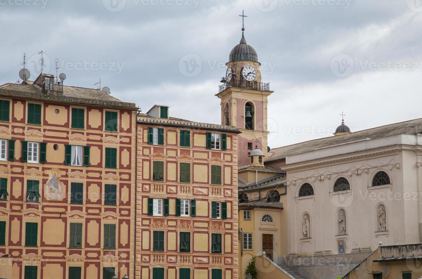 camogli (italia): la casa cuenta con colores y decoración foto