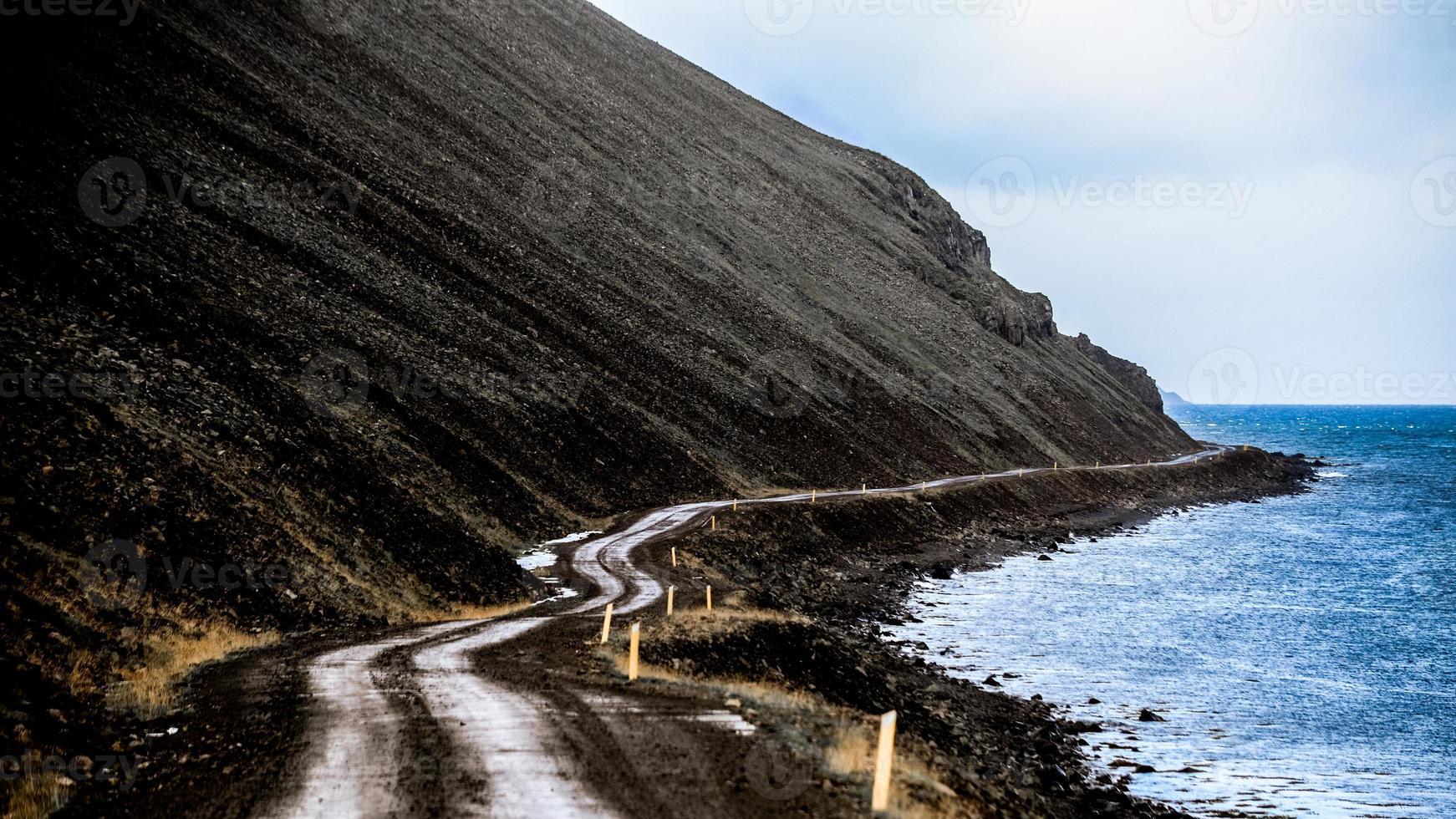 carreteras islandesas - junto al mar foto