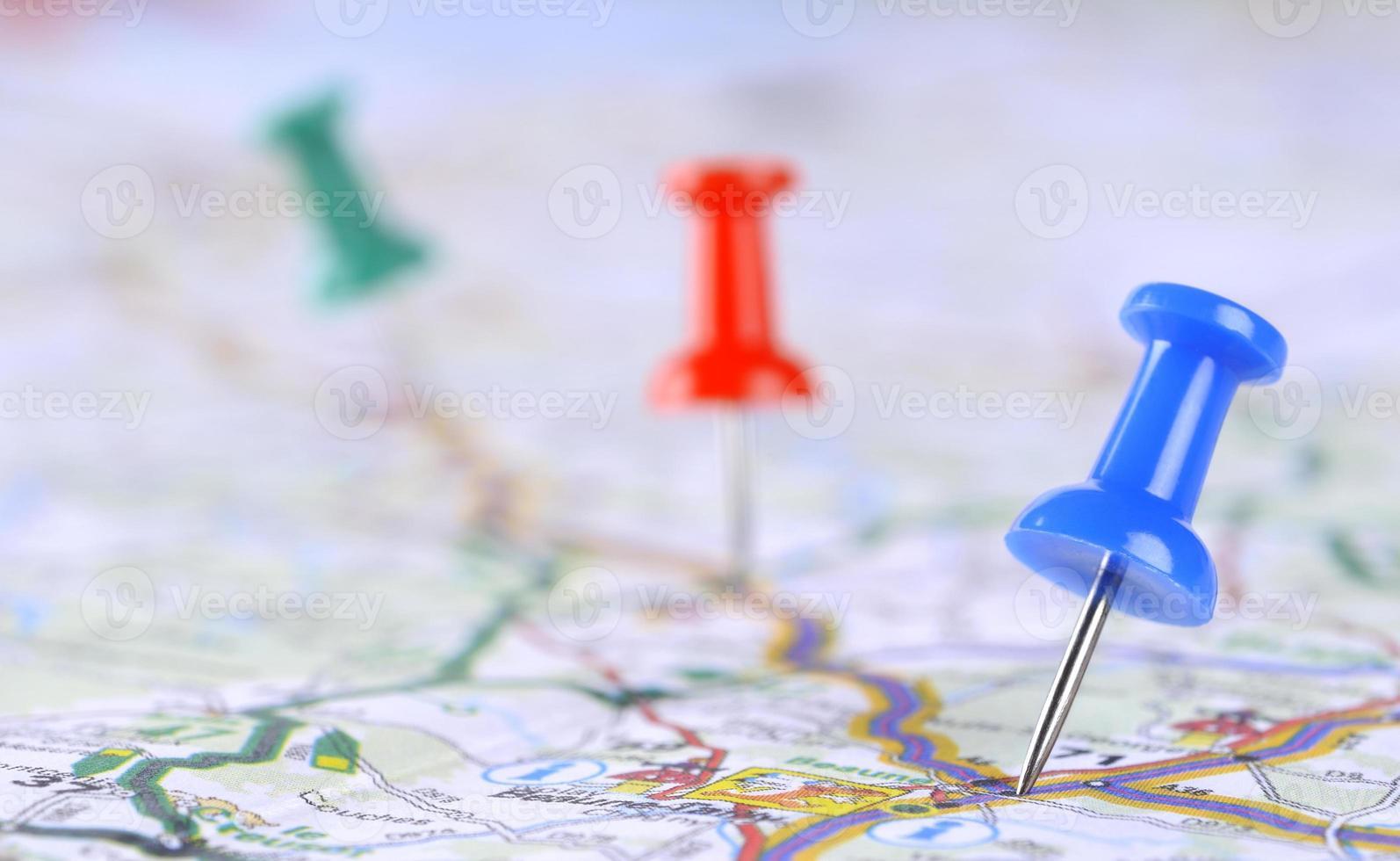 chincheta en el mapa foto