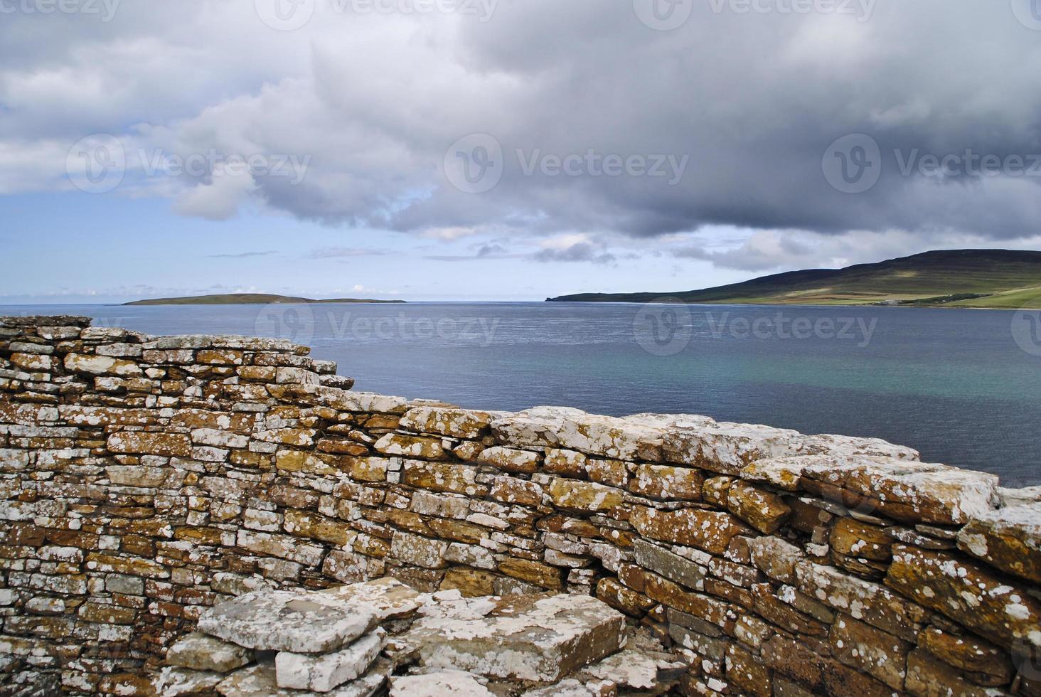 vista al mar desde la costa foto