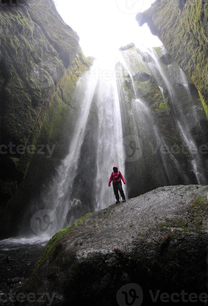 la cascada gljúfrabúi, islandia foto