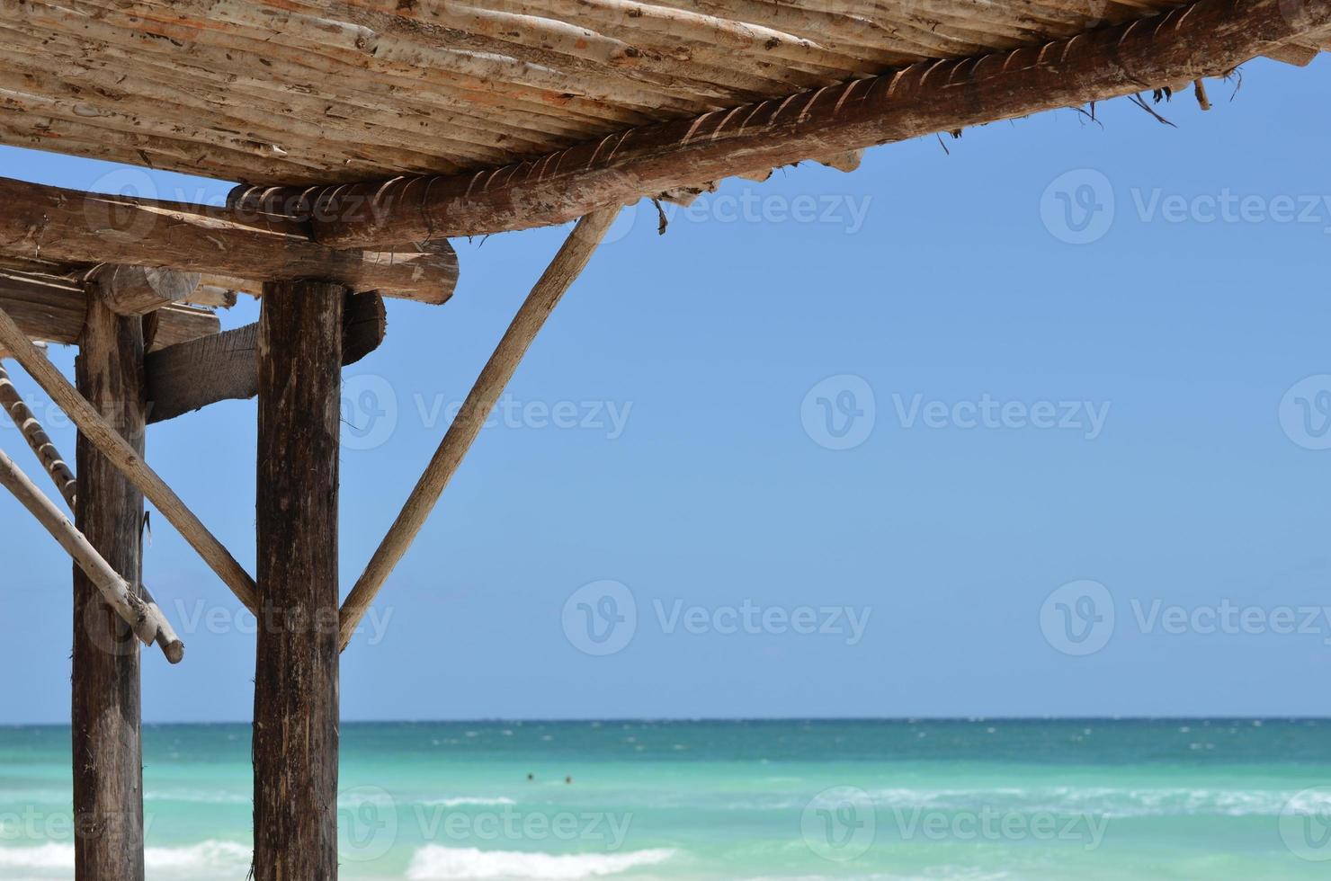 pare-soleil sur la plage foto