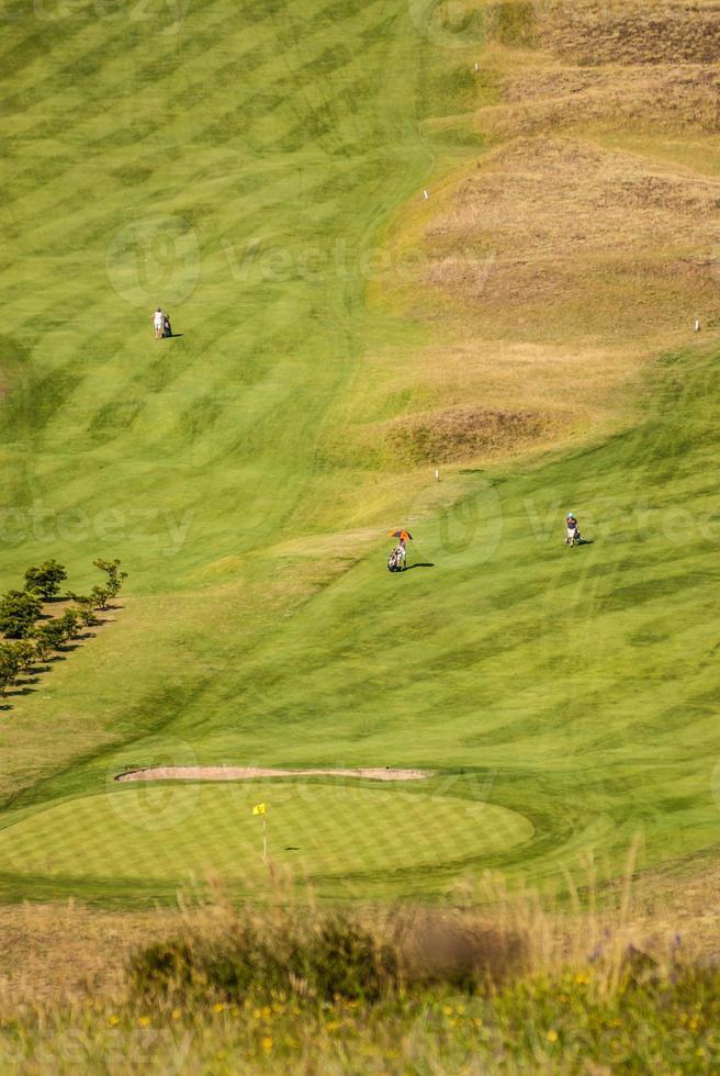 vista al campo de golf y playa de zarautz. foto