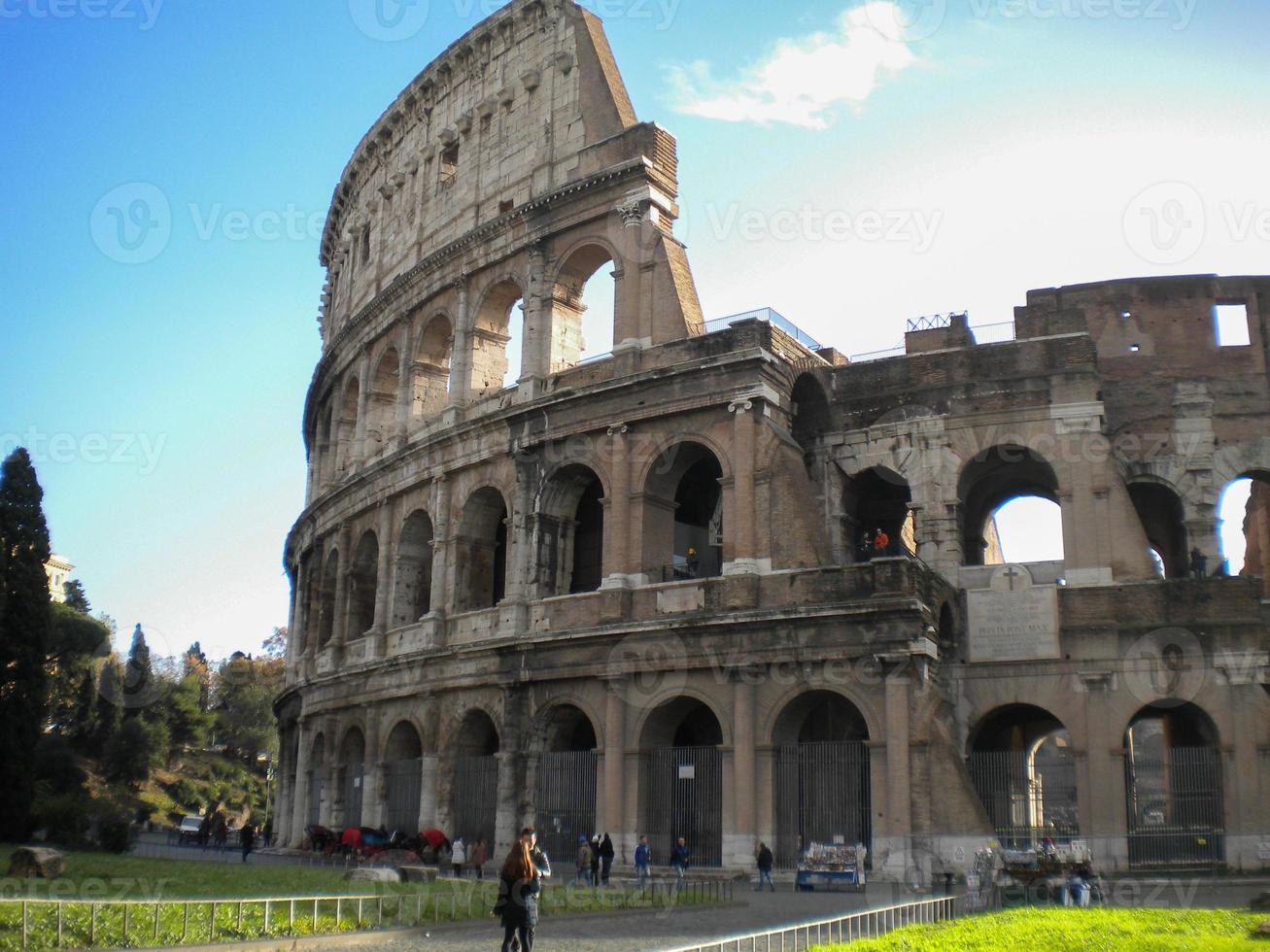 Italia. Roma. el collosseo antiguo foto