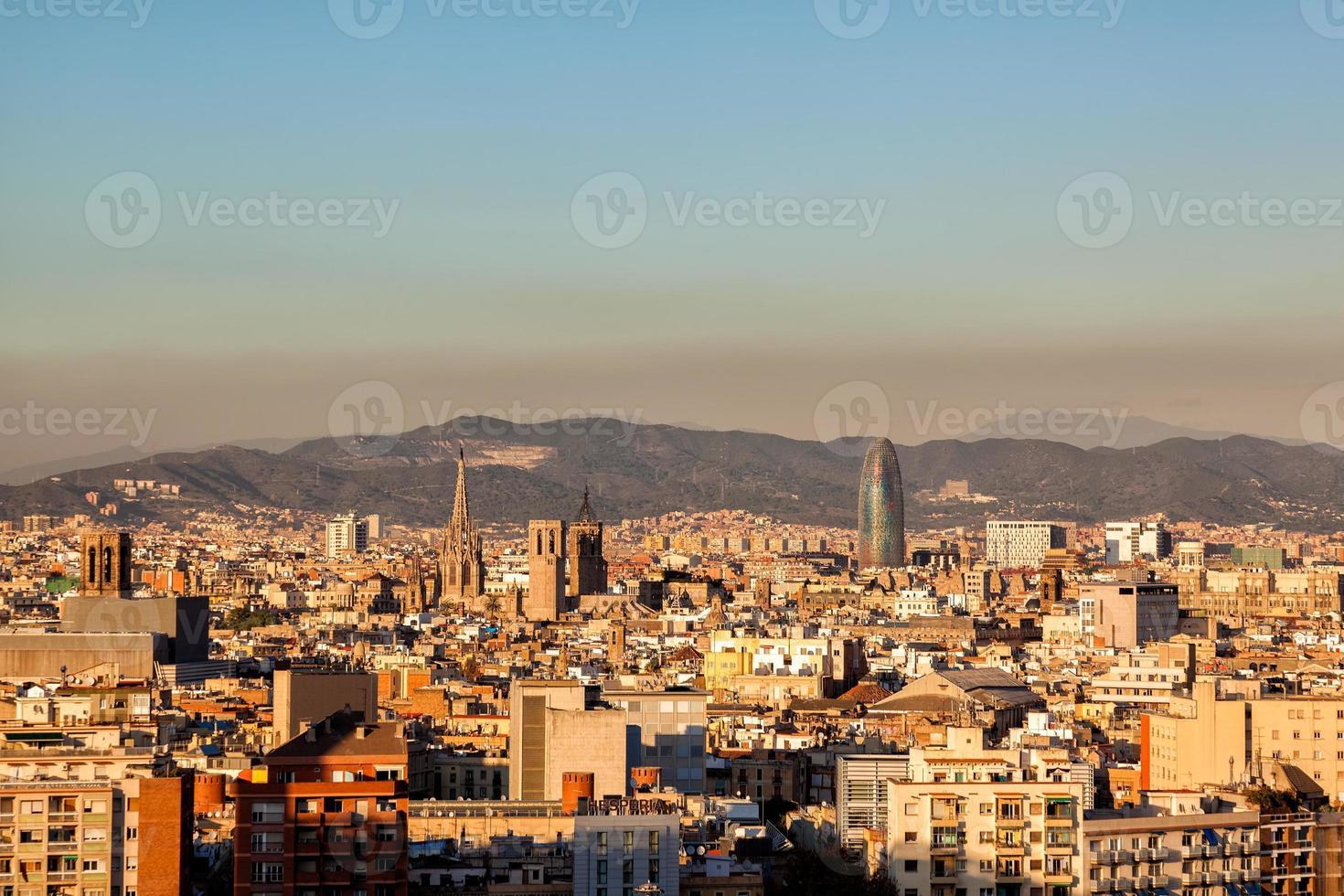 paisaje de la ciudad de barcelona, españa foto