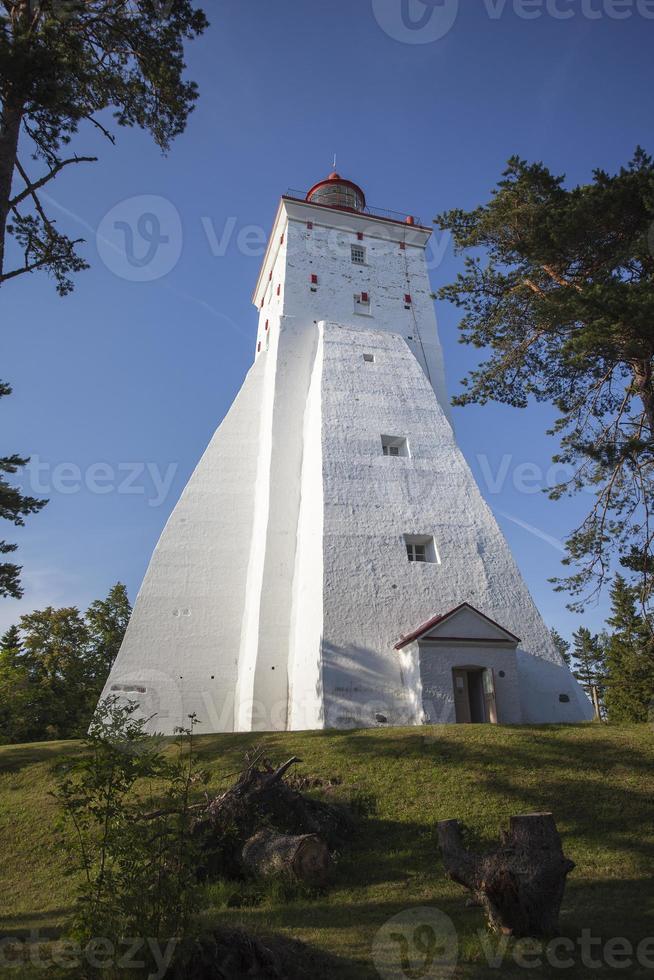 Faro de Kopu en la isla de Hiiumaa, Estonia foto