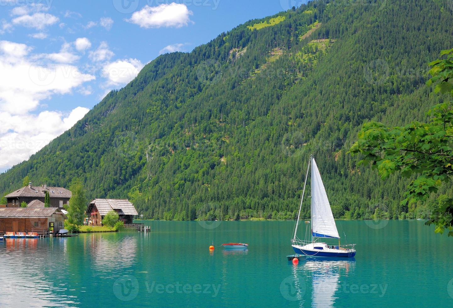 lago weissensee, carintia, austria foto