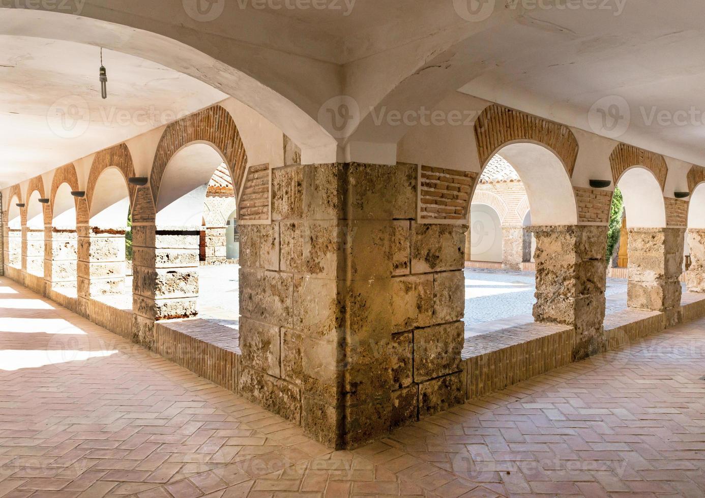 patio del monasterio virgen del saliente foto