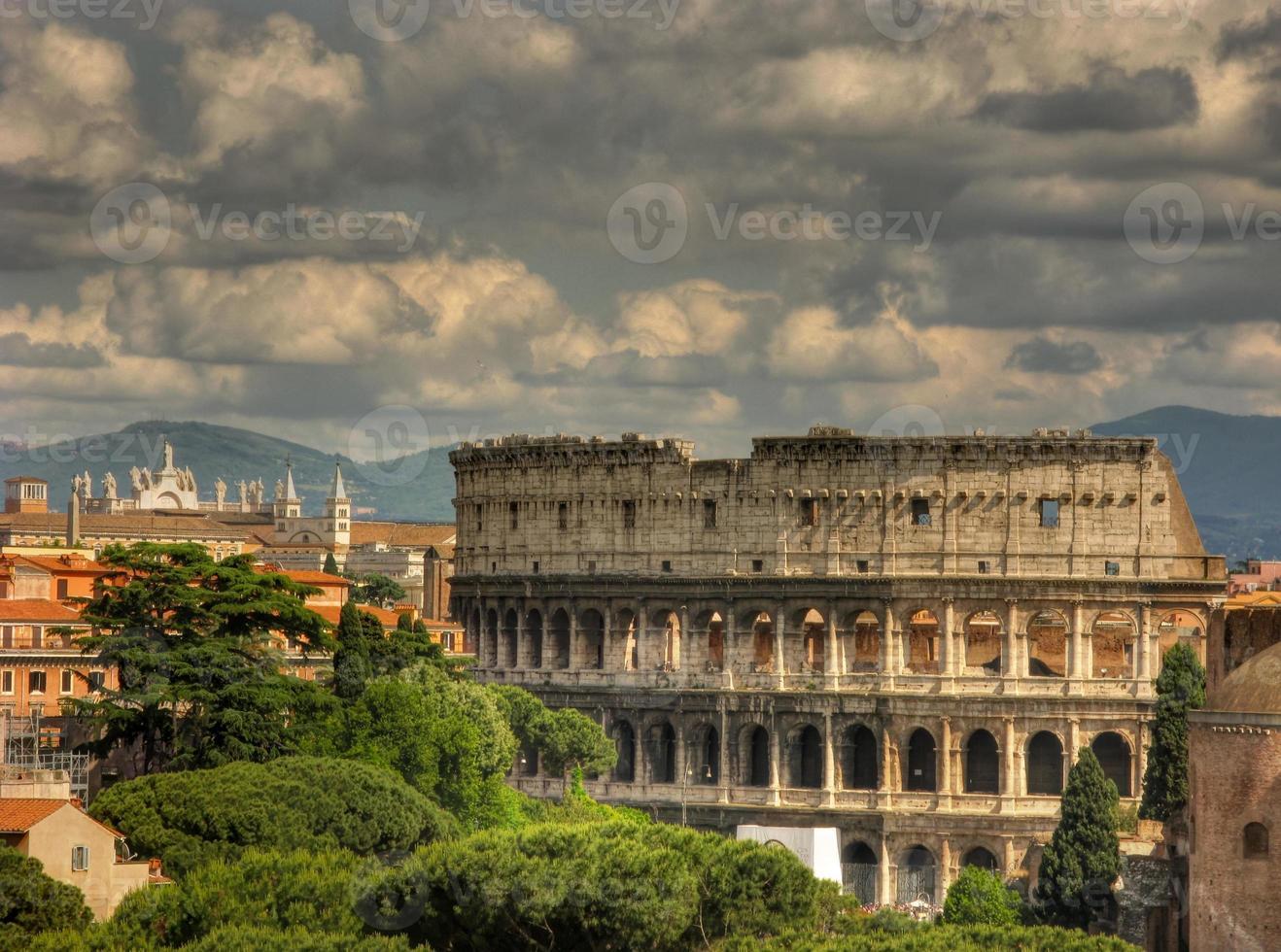 Coliseo nublado foto
