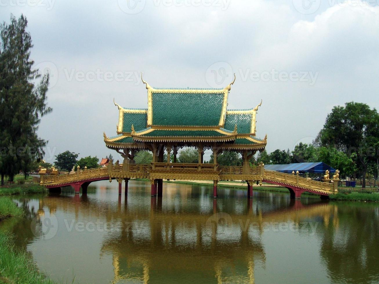 puente decorativo foto