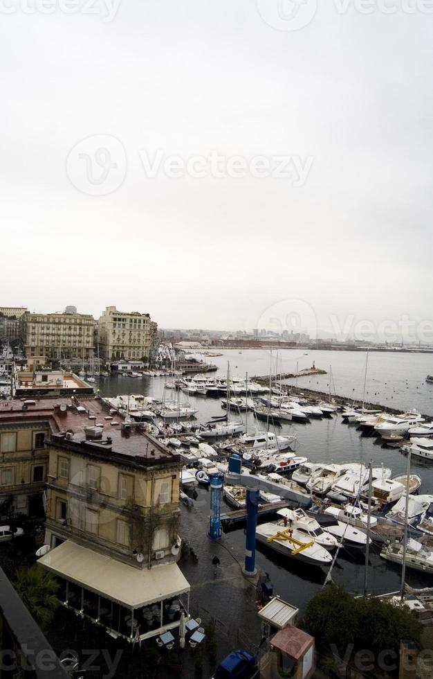 Marina de Nápoles visto desde el Castel dell'ovo foto