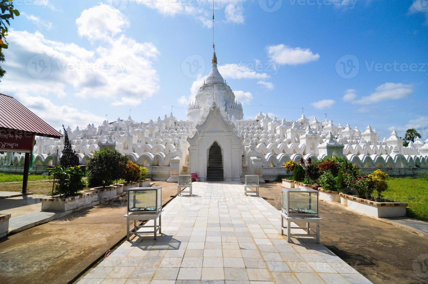 pagoda blanca del templo de hsinbyume paya, mingun, mandalay - myanma foto