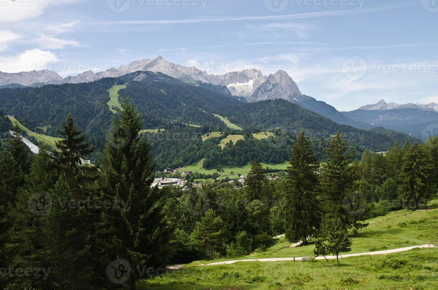 Blick zur Zugspitze und Alpspitze photo