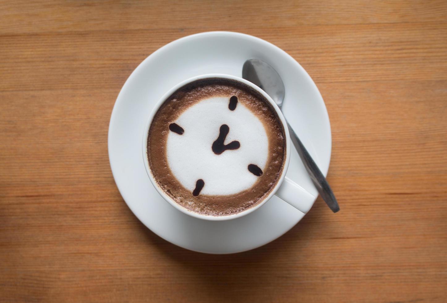 una taza de café con leche caliente foto