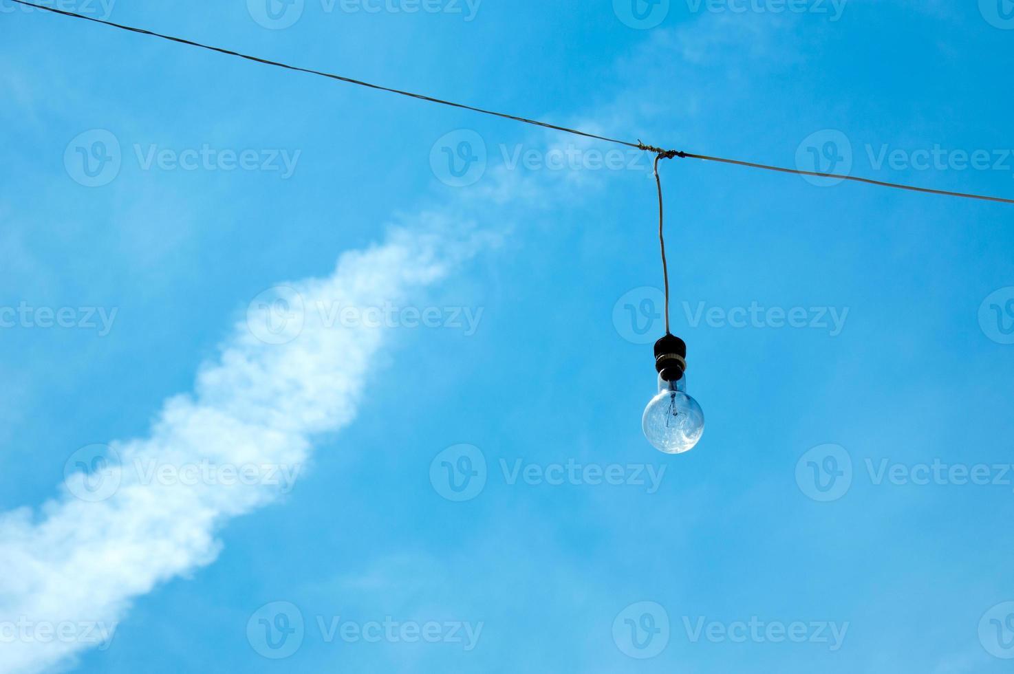 One light bulb photo
