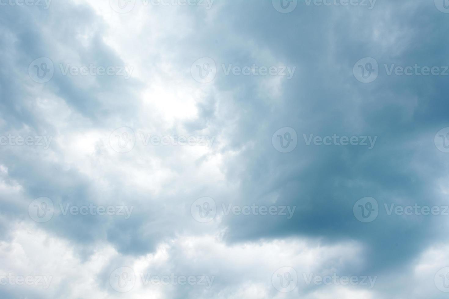 cielo azul con nubes foto
