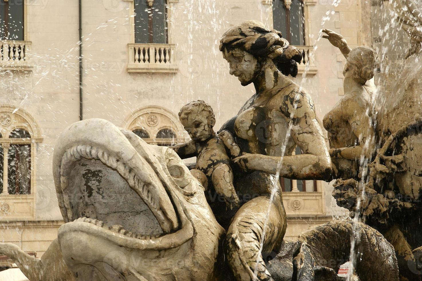 Artemide fountain. Syracuse (Siracusa, Sarausa)-- Sicily, Italy photo