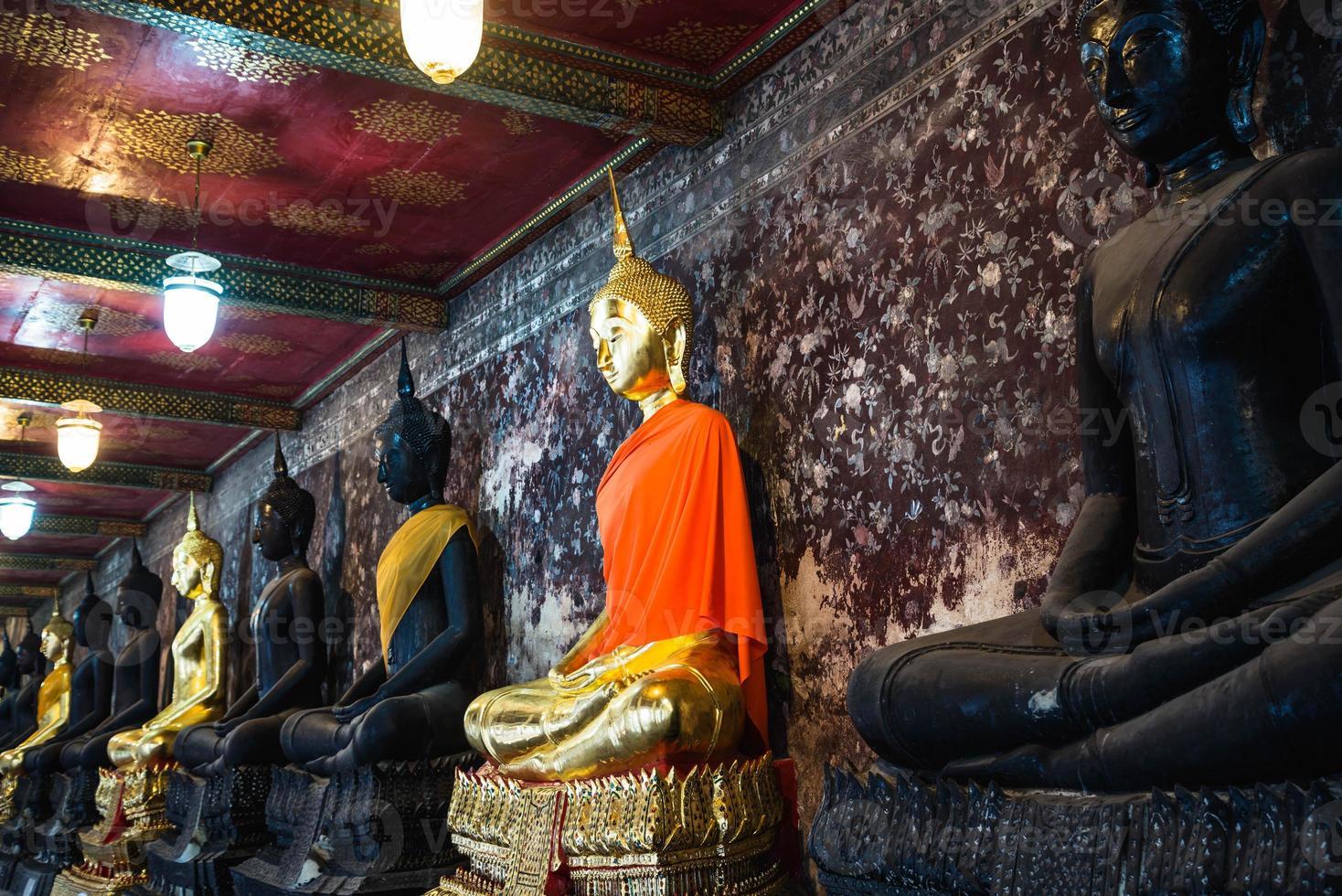 arquitectura de tailandia, escultura, imágenes de buda, imágenes de buda watsuthat foto