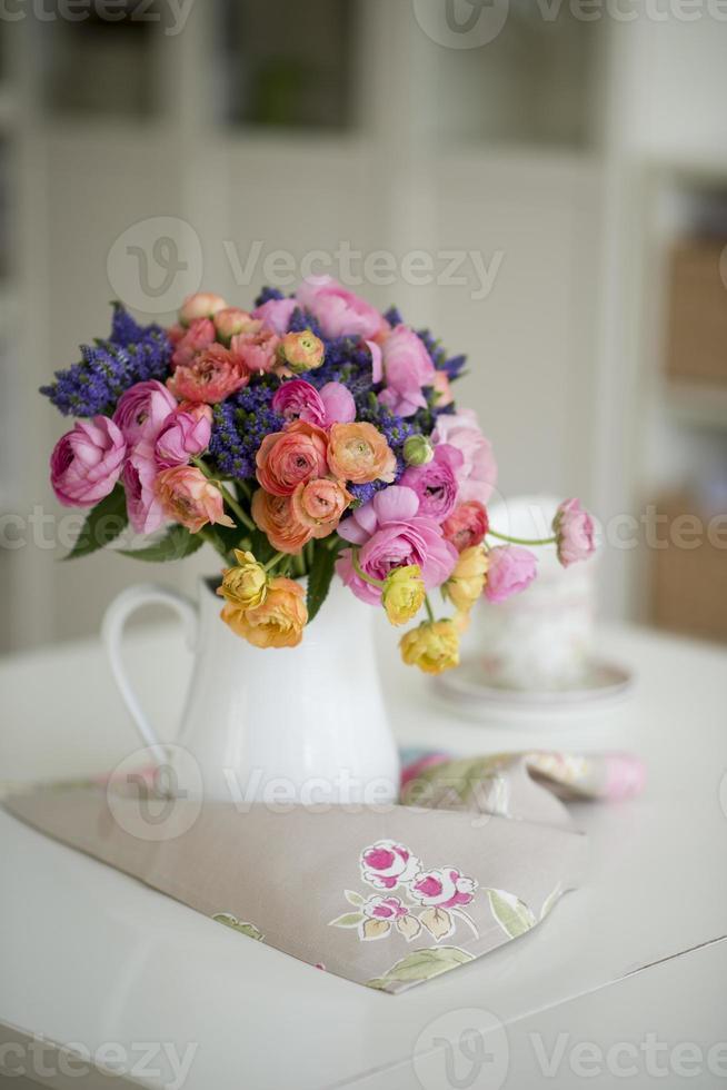 kleurrijk bloemenboeket foto
