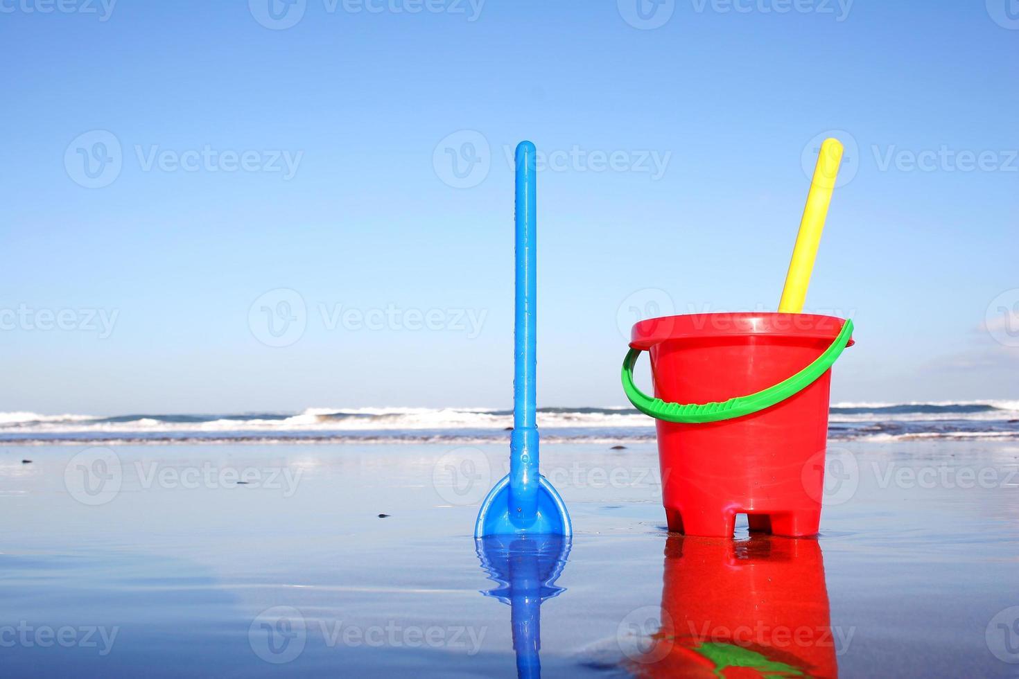 seau de plage et pelle photo