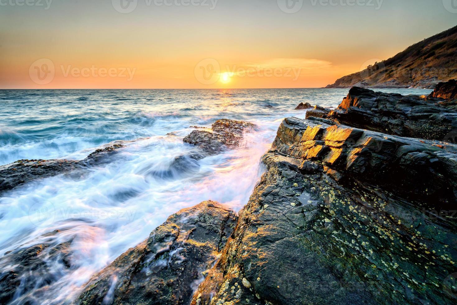 kuststeen en hemel foto