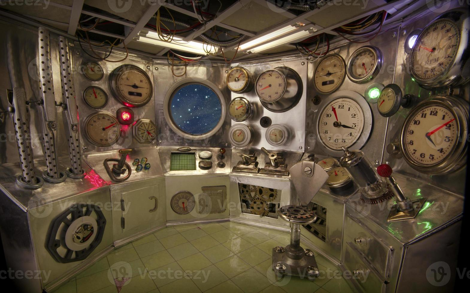 sala de control con cielo estrellado foto