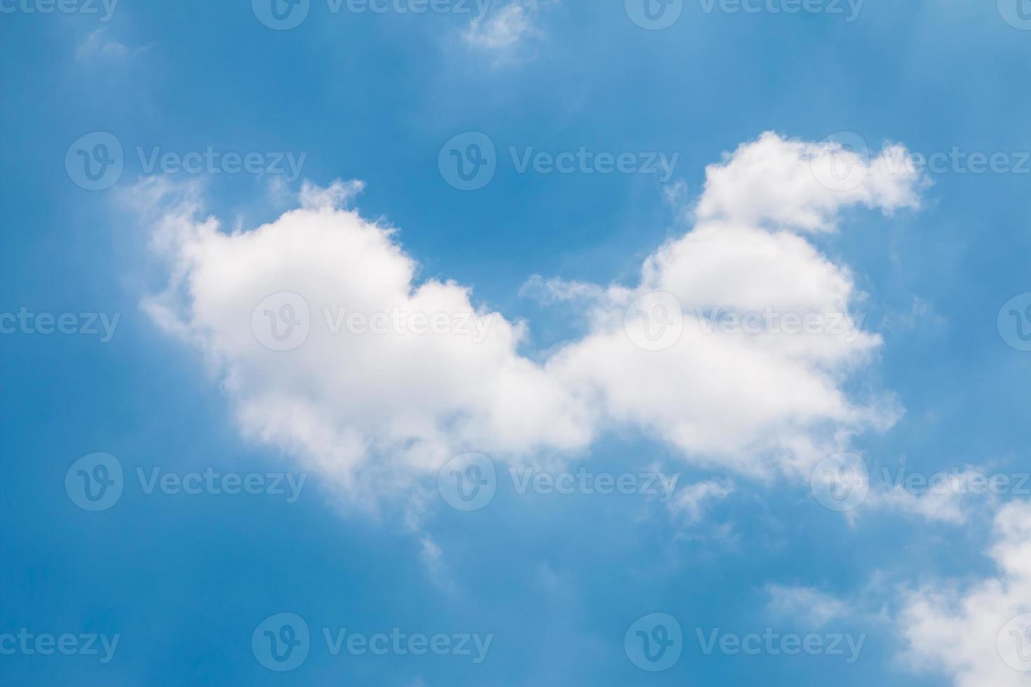 primer plano de cielo azul y nube blanca foto